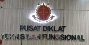 tempat bikin huruf timbul papan nama akrilik besi stainless MDF Galvanis kayu
